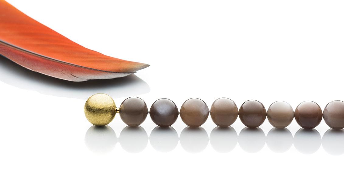 Mondsteinkugeln mit Kugelschliesse (auswechselbar) in 750 Gelbgold